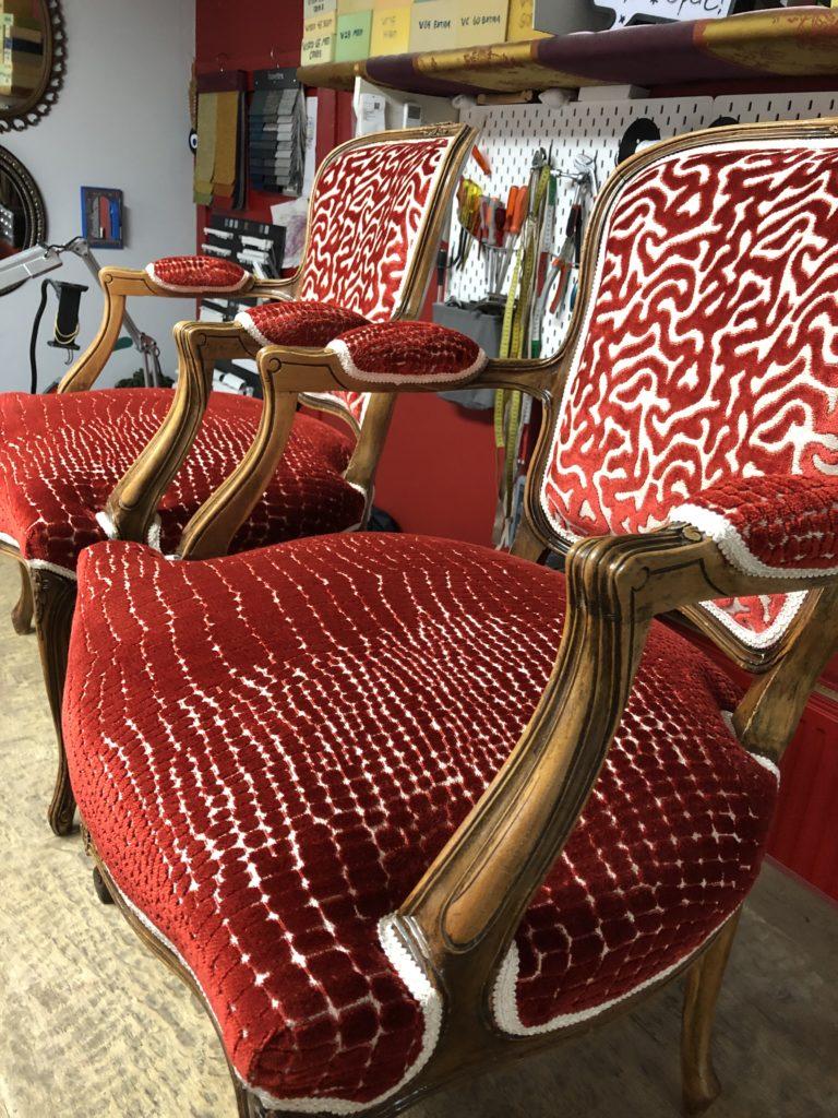 Renaissance stoelen geherstoffeerd