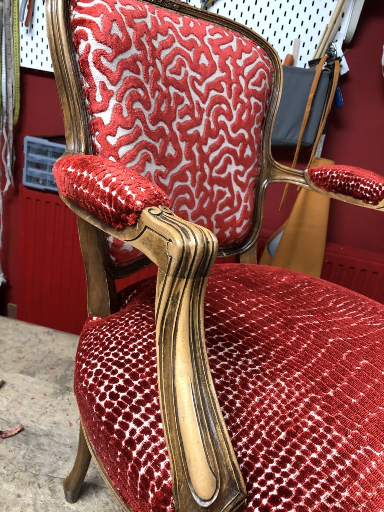 Renaissance stoel geherstoffeerd