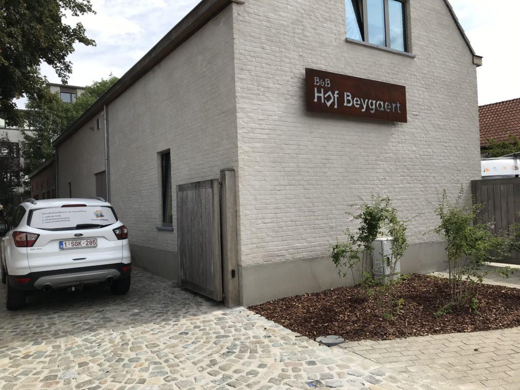 Auto stoffeerder in B&B 't hof Beygaert