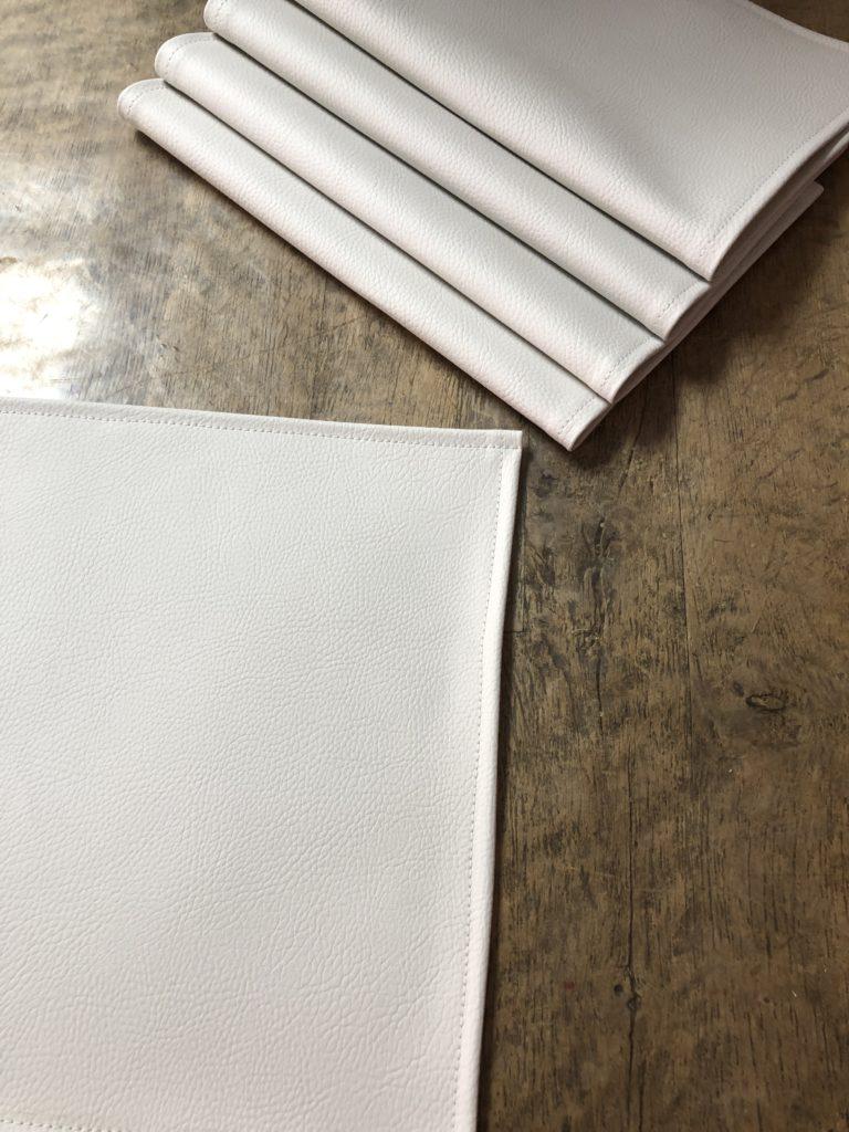Detailopname placemat in kunstleder