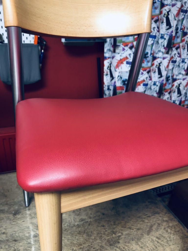 Opnieuw gestoffeerde stoel Van Den Berghe - Pauvers