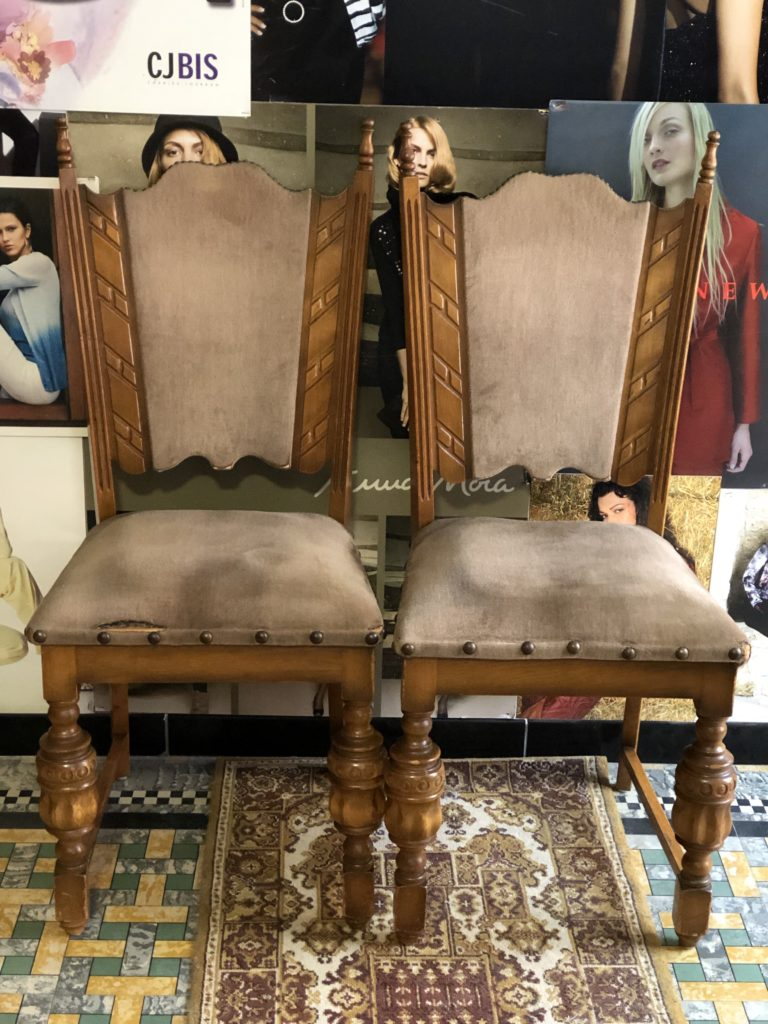 Oude stoel versleten