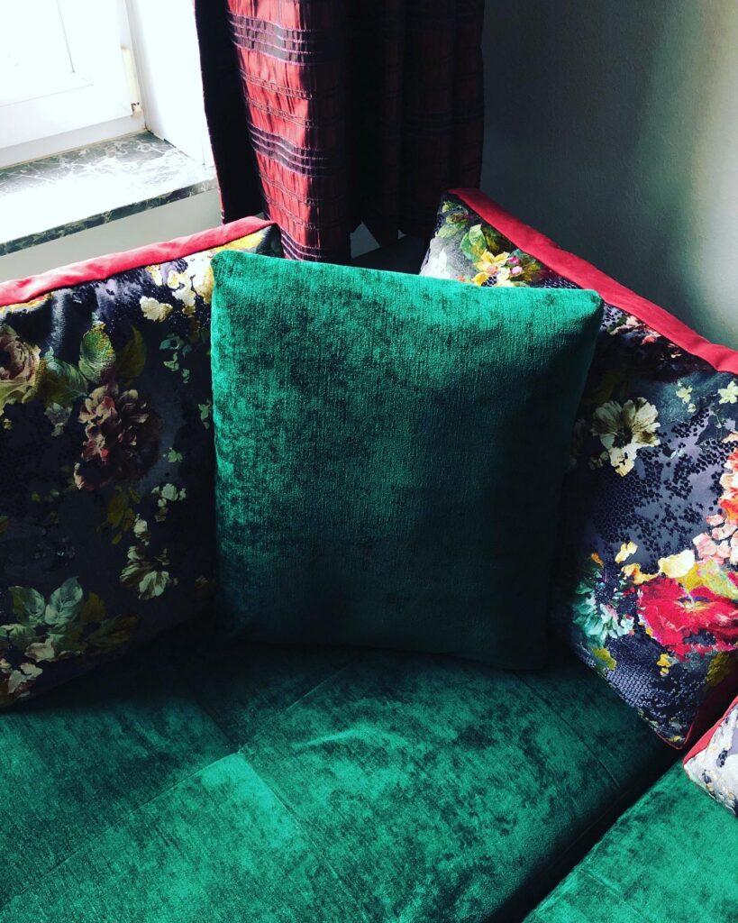 Kussens in groen vintage velours en bloemenprint