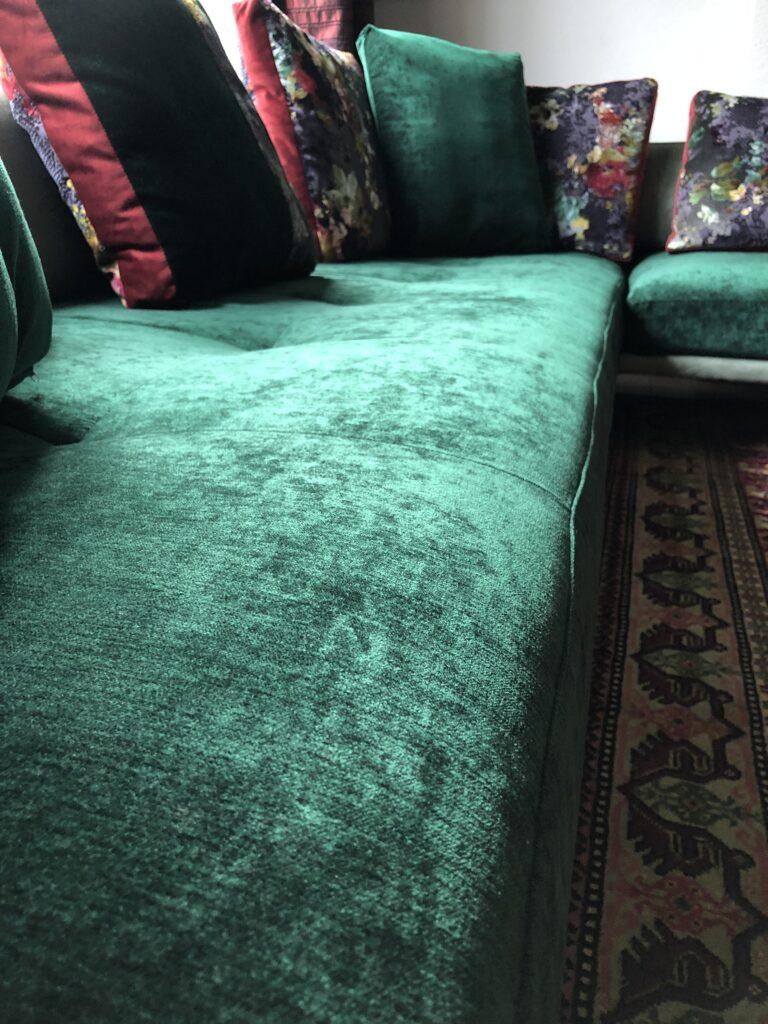 Prime time hoekbank geherstoffeerd groen vintage velours