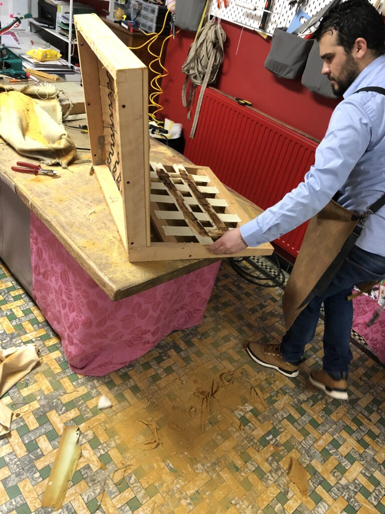 Afbraak tot op het houtwerk Florence Knoll 65A