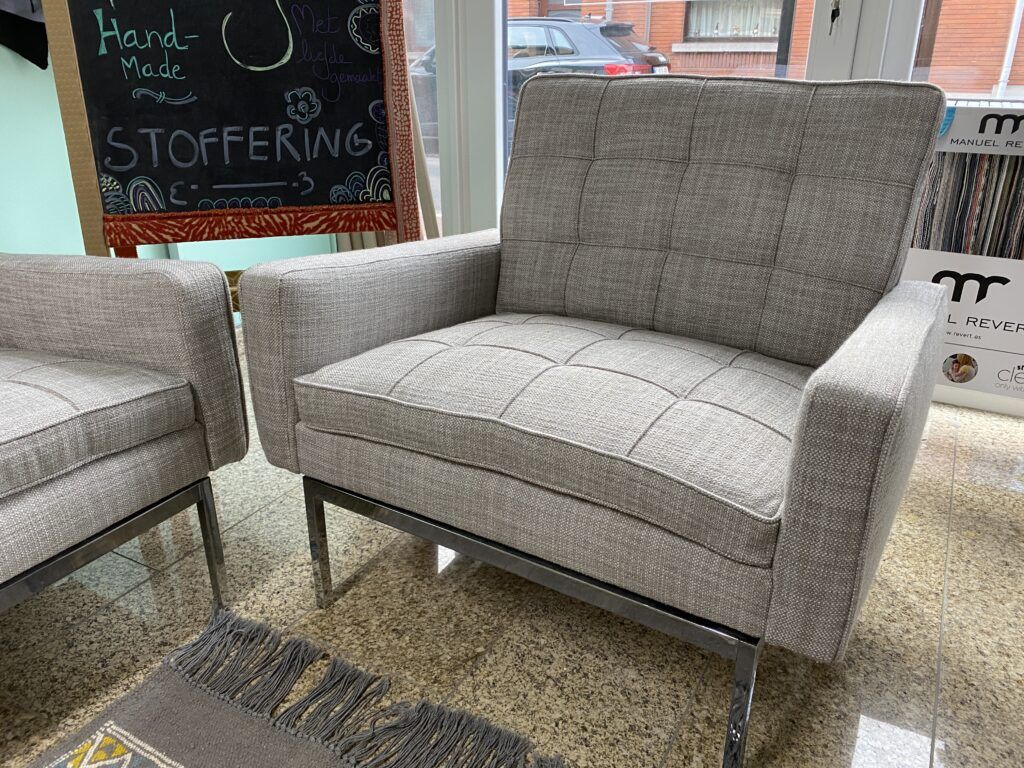 Herstoffering fauteuil Florence Knoll 65A